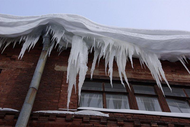 Суд защитит права жильцов домов, где присутствует неубранный лёд и снег