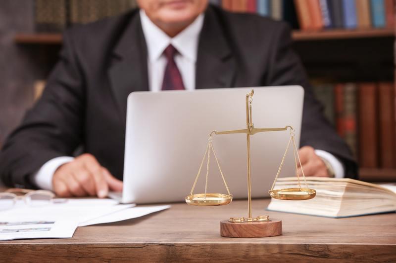 Адвокат за компьютером