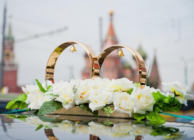 Свадебные кольца на машине