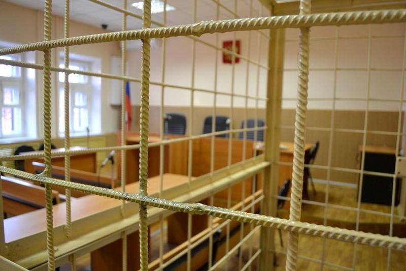 Клетка решетка зал суда