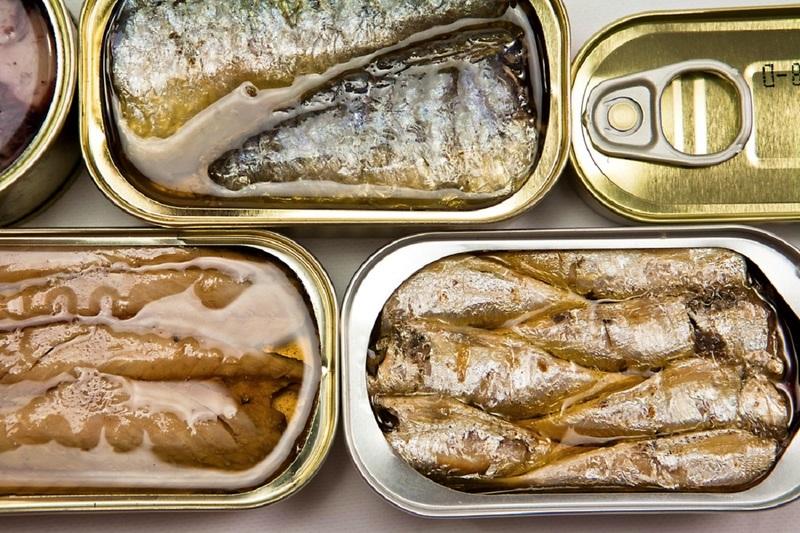 Роспотребнадзор указал, на что обращать внимание при покупке рыбных консервов