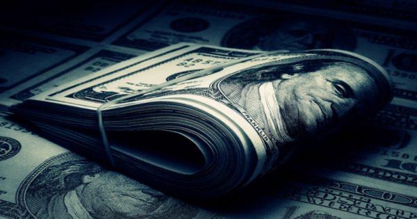 Доллары, перетянутые резинкой