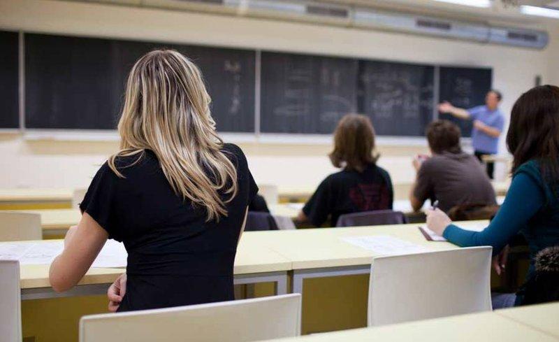 студенты пишут конспекты