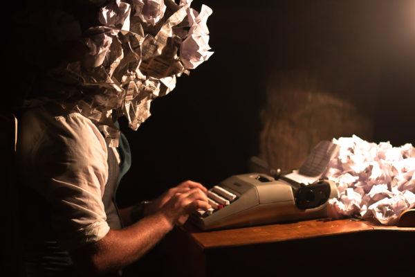 Автор пишет