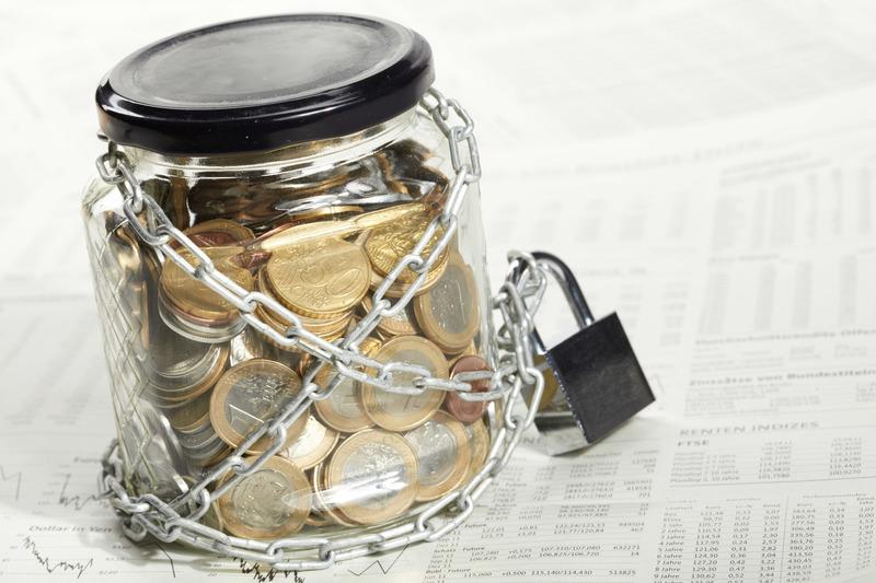 Приостановление судом действия решения налогового органа не даёт права банку возобновлять операции по ранее заблокированному счёту налогоплательщика