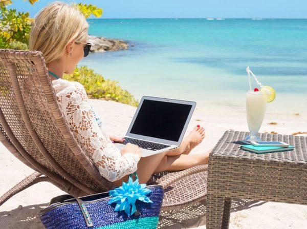 Чтобы стать блогером, нужно постоянно создавать контент