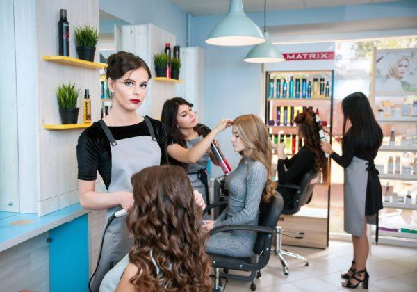Работа парикмахера в салоне