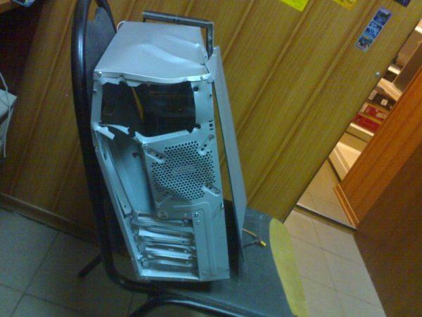 Разбитый системный блок компьютера