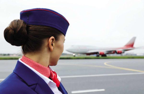 Стюардеса на аэродроме